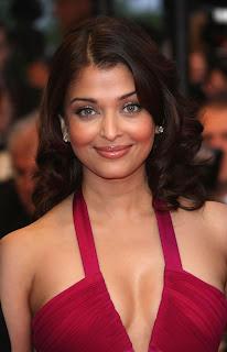 Aishwarya Rai Deep Cleavage Show