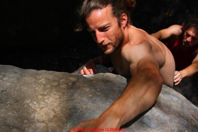 Surplomb statique, 6b, 10 blanc, Franchard Isatis, (C) 2012 Greg Clouzeau