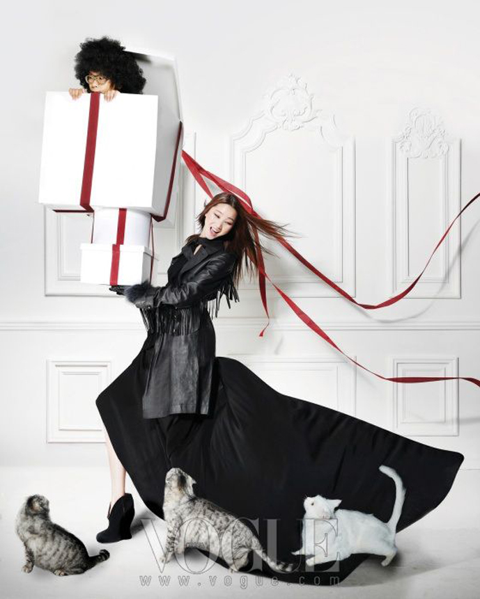 Jangyuju in The Perfect March / Vogue Korea January 2011 (photography: Ohjungseok)