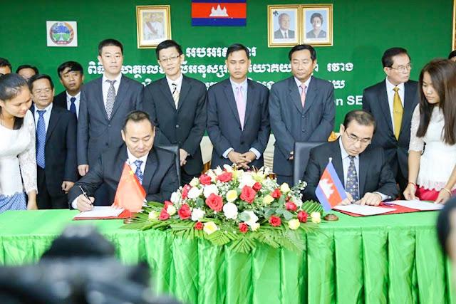 Signature du protocole d'accord. Photographie fournie