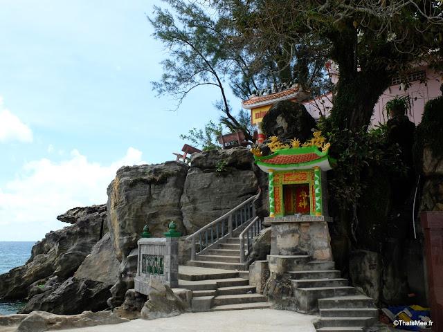 ile phu quoc port village duong dong town vietnam temple
