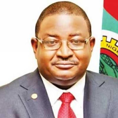 EFCC Arrests Ex-NNPC MD, Andrew Yakubu Found Hiding N3 Billion in His House