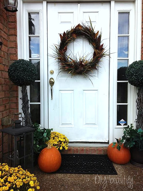 Simple fall wreath at www.diybeautify.com