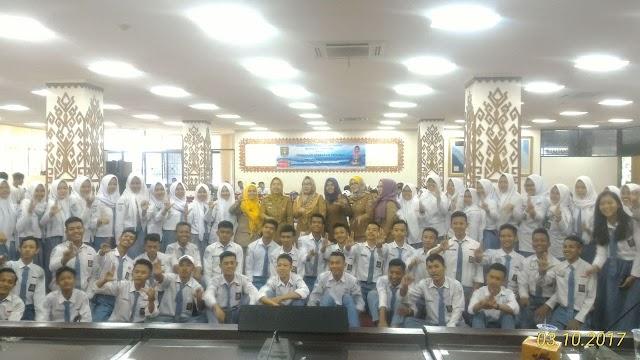 Sosialisasi Kearsipan Personal bagi pelajar SMA Se- Provinsi Lampung bersama Duta Baca Provinsi Lampung, Ibu Aprilani Yustin Ficardo