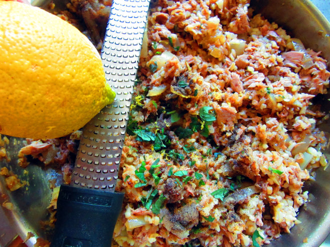 Eggplant stuffed with tuna and bulgur by Laka kuharica: add thyme and basil leaves, sea salt, pepper and lemon zest.