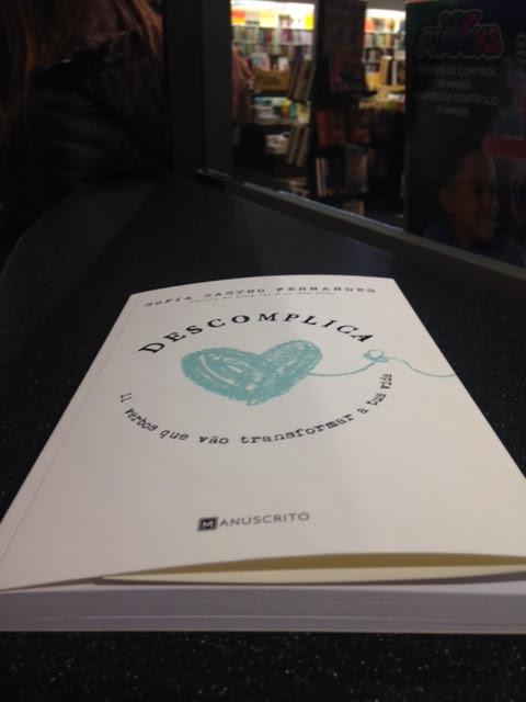 capa do livro Descomplica da Sofia Castro Fernandes