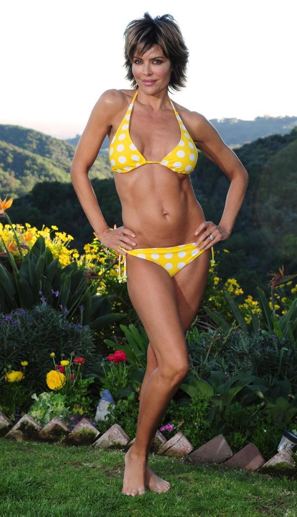 Hollywood Actress Lisa Rinna In Hot Bikini Photos