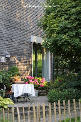 Gartensitzplatz im schatten ein schweizer garten - Schleitzer garten ...