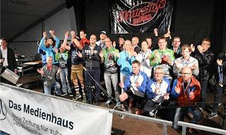 Holly Zimmermann Siegerehrung Ultramarathon Mom Regensburg Landkreislauf Running
