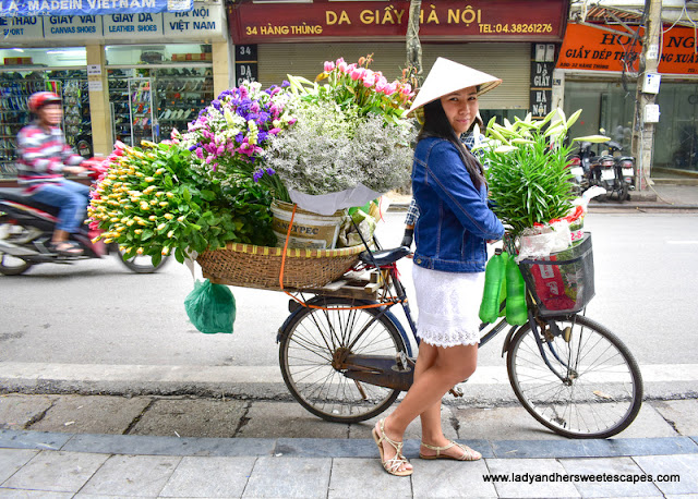 flower vendor bike in Hanoi