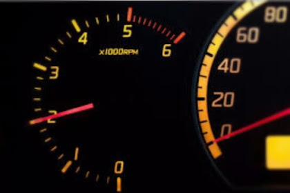 Cara Mengatasi RPM Mobil Tinggi, (Penyebab + Solusinya!!)