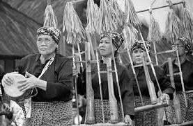 Kedudukan dan Fungsi Musik dalam Tradisi Masyarakat Indonesia