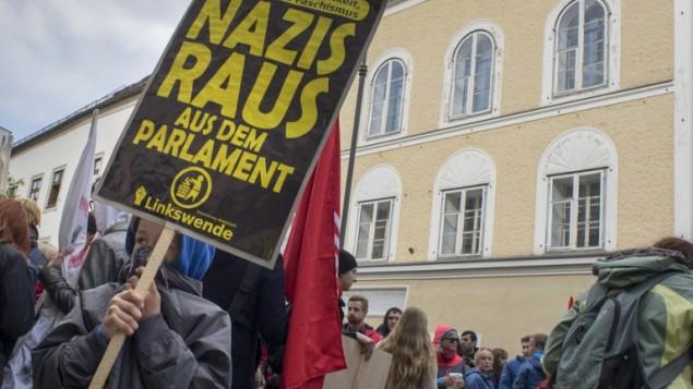 Protesta Neo-Nazi en casa de Hitler