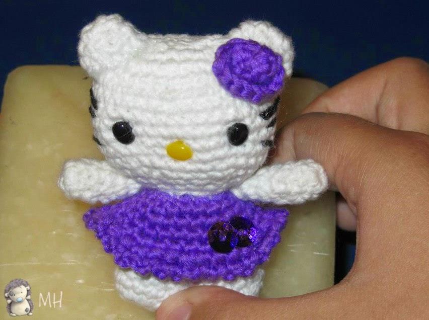 llavero Kitty amigurumi.