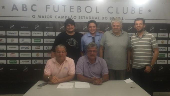 ABC confirma permanência do treinador Geninho para 2017