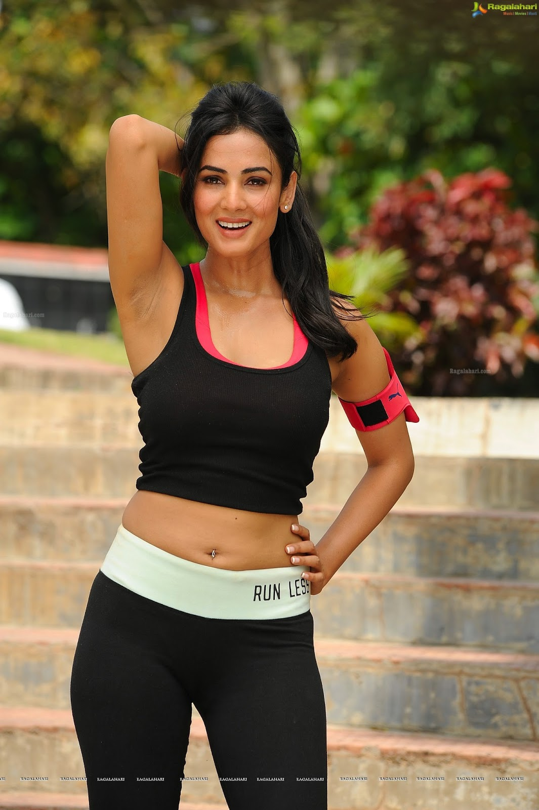 Size Zero Actress Sonal Chauhan Beautiful Images - Payal ...
