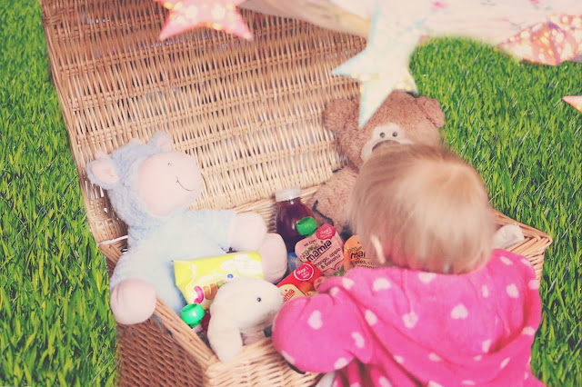 aldi mamia picnic hamper, baby gazing into hamper full of food and teddy bear's for teddy bear's picnic