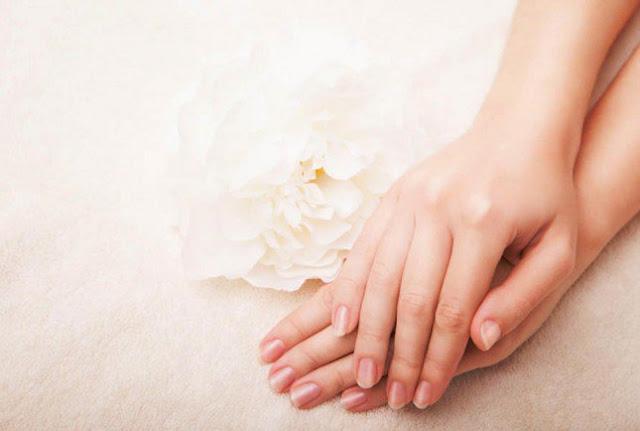 وصفة سهلة وبسيطة لتبييض اليدين
