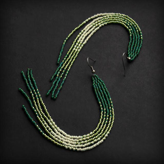 длинные стильные серьги из зеленого бисера под платье купить в  интернет-магазине ру