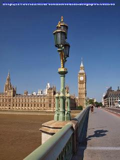Torre del Big Ben y fachada del Parlamento desde Westminster Bridge