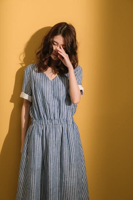 大人的科學V領反折袖洋裝-棉麻藍白條紋