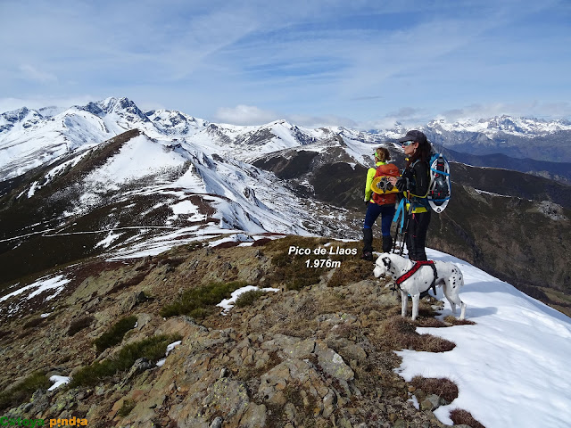 En la cima del Pico Llaos