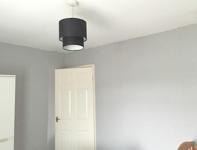 grey wallpaper bedroom