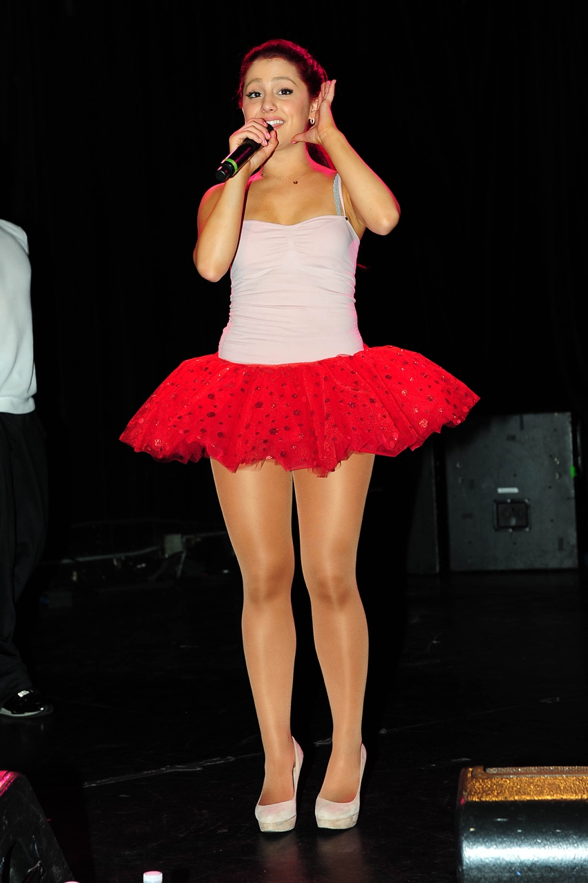 Celebrity Legs and Feet in Tights: Ariana Grande`s Legs ...