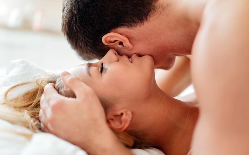 5 Jenis Suara Seksi yang Paling Disukai Pria di Atas Ranjang