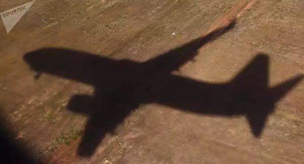 Κάμερα πέφτει από αεροπλάνο και συνεχίζει να γράφει, σκάει σε φάρμα και την τρώει γουρούνι