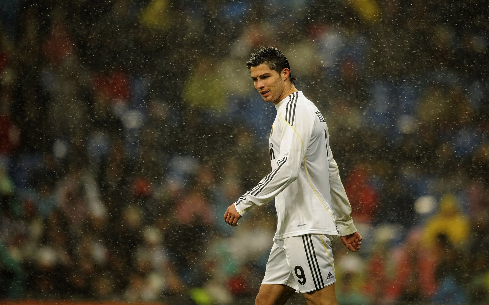 Cristiano Ronaldo Playing HD Wallpapers