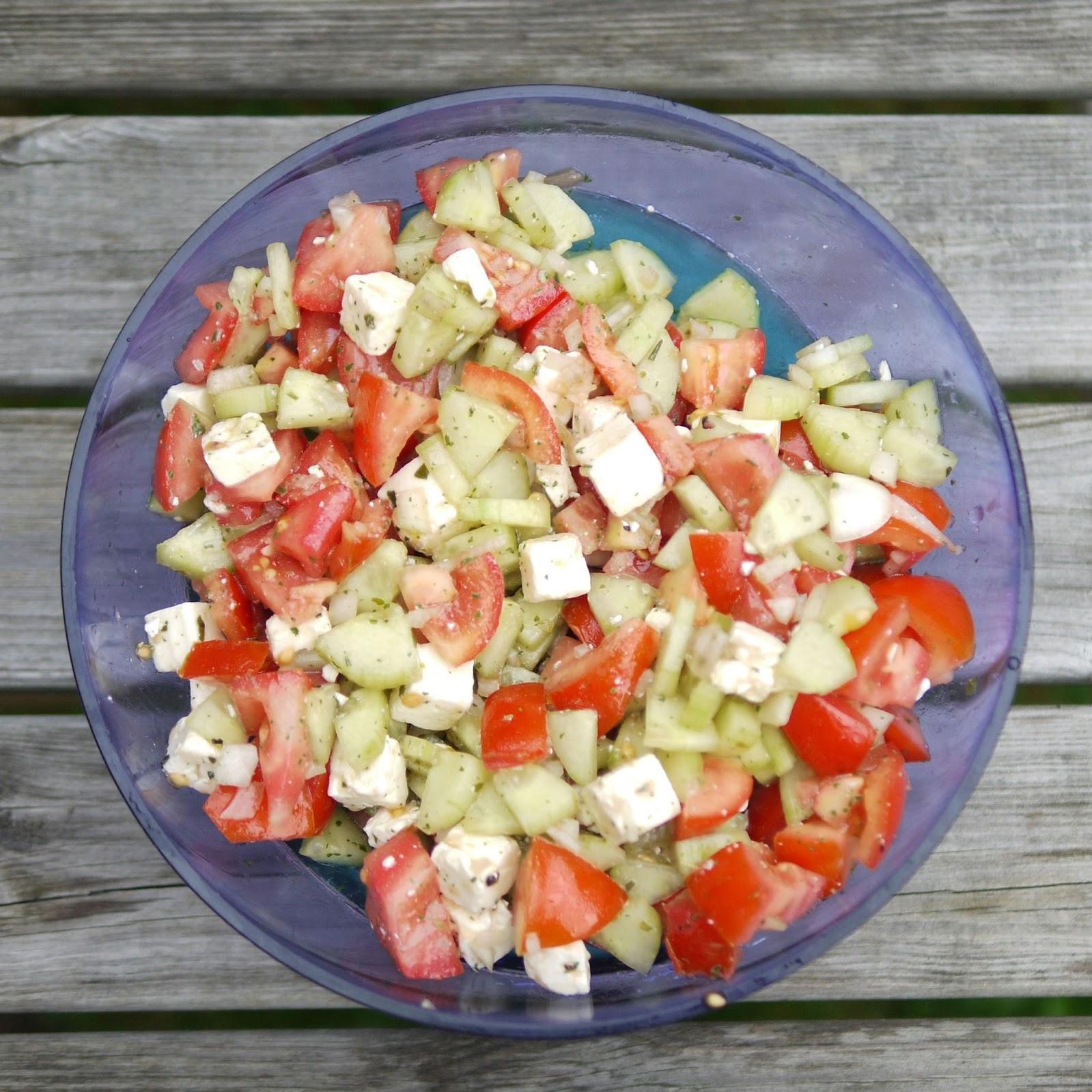 experimente aus meiner k che tomaten gurken salat mit feta. Black Bedroom Furniture Sets. Home Design Ideas