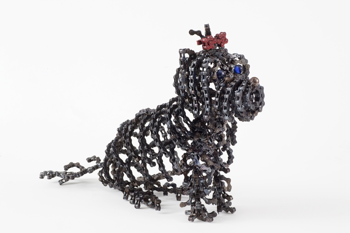 09-Choo-Choo-Junior-Nirit-Levav-Recycled-Bicycle-Parts-used-for-Unchained-Dog-Sculptures-www-designstack-co