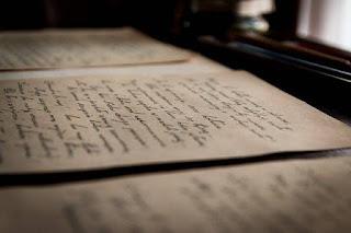 Pengertian Dan 4 Contoh Puisi Subjektif dan Objektif dalam Bahasa Indonesia