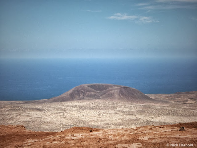 Blick zur Insel la Graciosa vom Mirador del Rio auf Lanzarote