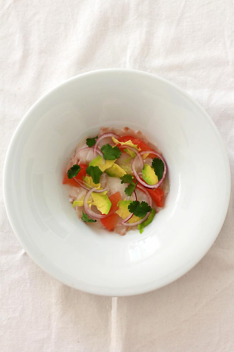 Skrei-Ceviche/Kabeljau-Ceviche, Küche aus Peru mit roten Zwiebeln, Limette, Pink Grapefruit | Arthurs Tochter kocht von Astrid Paul. Der Blog für Food, Wine, Travel & Love