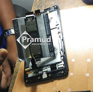 bagaimana cara melepaskan baterai hp Asus zenfone 5 - pramud blog
