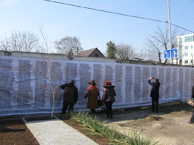 Πανό με τα ονόματα 5000 Ελλήνων που εκτελέστηκαν στην περιοχή Κρασνοντάρ