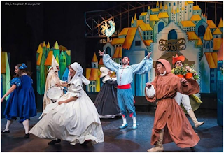 Θεατρική παράσταση «Ο Κουρέας της Σεβίλλης» από την θεατρική ομάδα της Κάρμεν Ρουγγέρη