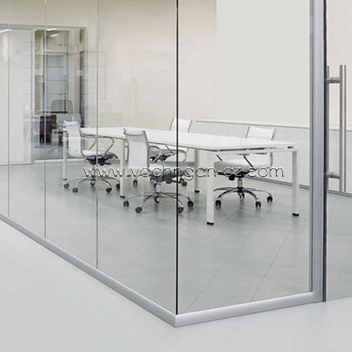 Vách kính tạo sự thông thoáng cho văn phòng