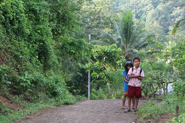 Anak-anak warga Dusun Salu Rindu