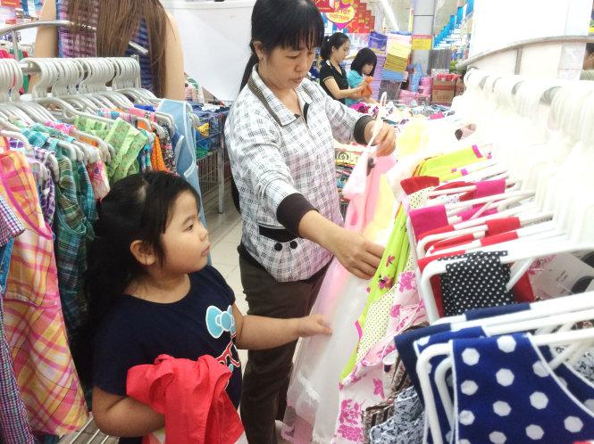 Mở cửa hàng bán quần áo trẻ em cần những gì