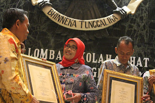 Penyerahan Hadiah Lomba Sekolah Sehat DKI Jakarta