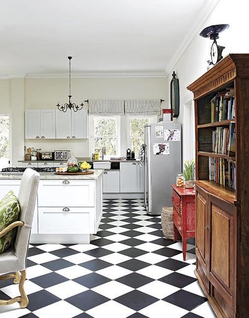 cocina con suelo en blanco y negro chicanddeco
