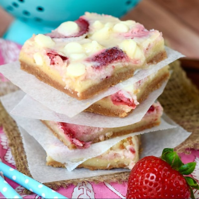 Strawberries and Cream Magic Bars #bars #desserts