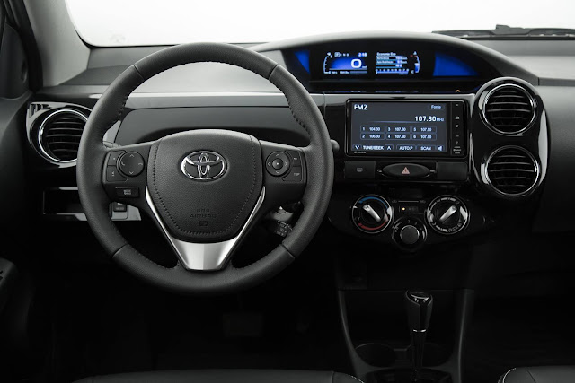 Novo Toyota Etios Hatch 2017 - interior