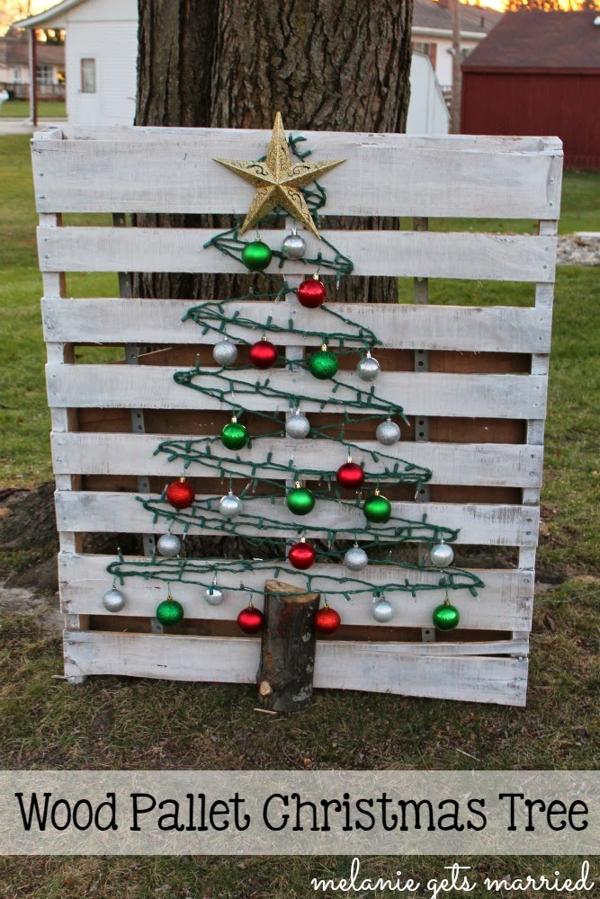 Wood Pallet Christmas Tree.Making It In The Mitten Wood Pallet Christmas Tree