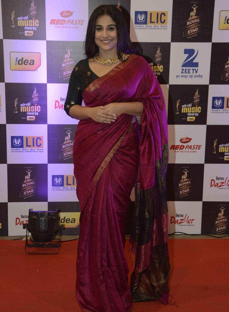 Vidya Balan Hot Long Hair In Maroon Traditional Saree At Mirchi Music Awards