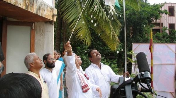 Kerala, RSS Chief, Mohan Bhagwat, National flag, tricolor, Palakkad school, Independence day, आरएसएस, मोहन भागवत, स्वतंत्रता दिवस