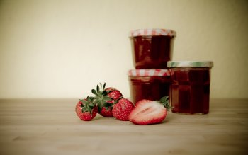 Wallpaper: Strawberries and Strawberry Jam